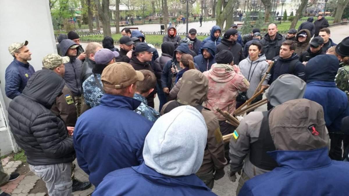 В Одессе активисты заблокировали вход в Летний театр