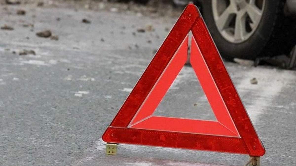 Від удару випав двигун: у Польщі авто із українцями врізалося в дерево, вони загинули