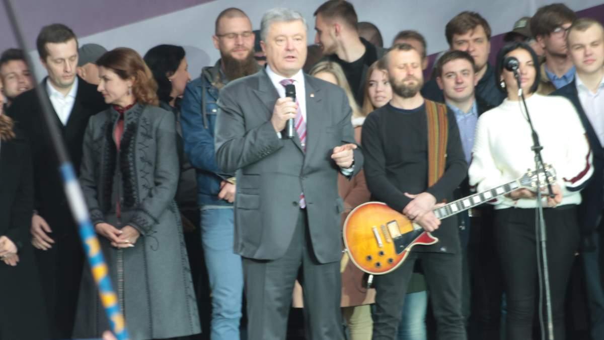 Театр одного актера: Порошенко не сдерживал эмоций при отсутствии Зеленского