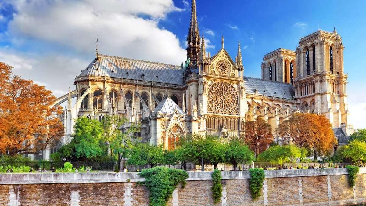 Пожар в Соборе Парижской Богоматери, Париж - интересные факты про Нотр-Дам