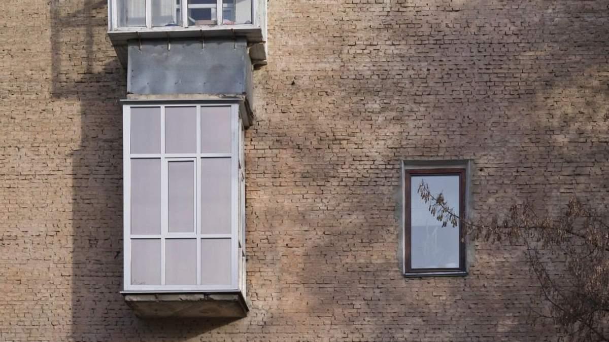 Архитектор создал фотоальбом о странных украинских балконах