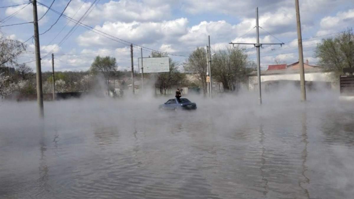 Улицу Харькова залило водой