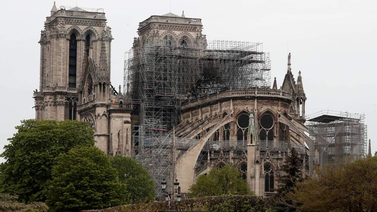 Перед обгорілим Собором Паризької Богоматері побудують дерев'яний храм: для чого