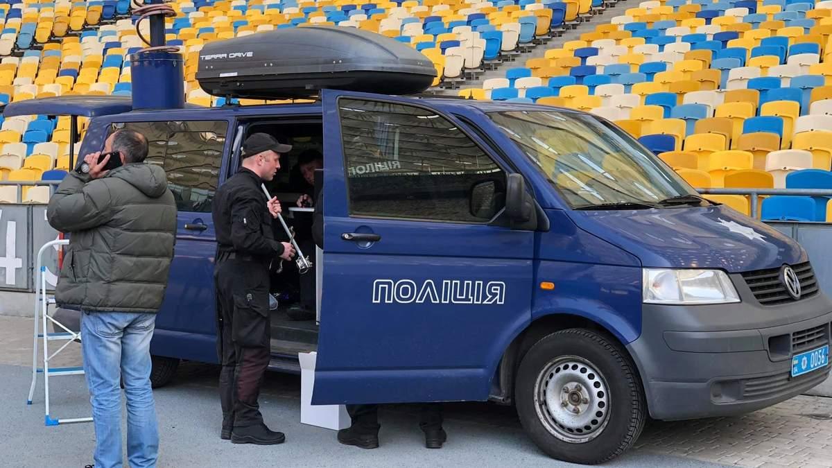 """Поліція розібрала одну зі сцен Порошенка на """"Олімпійському"""""""