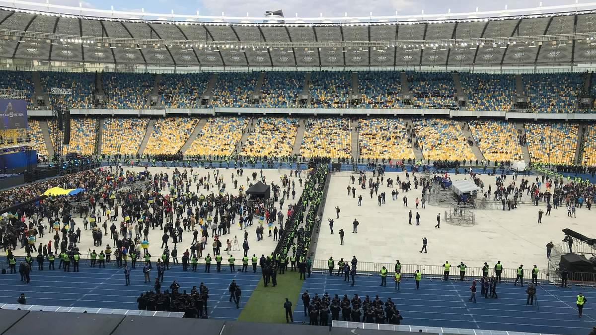 Які виконавці виступили на сценах Зеленського та Порошенка: відео