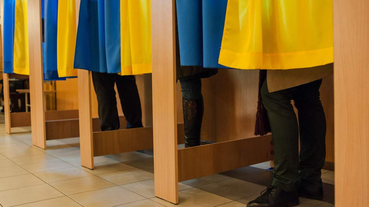 На Тернопольщине на избирательном участке умер мужчина