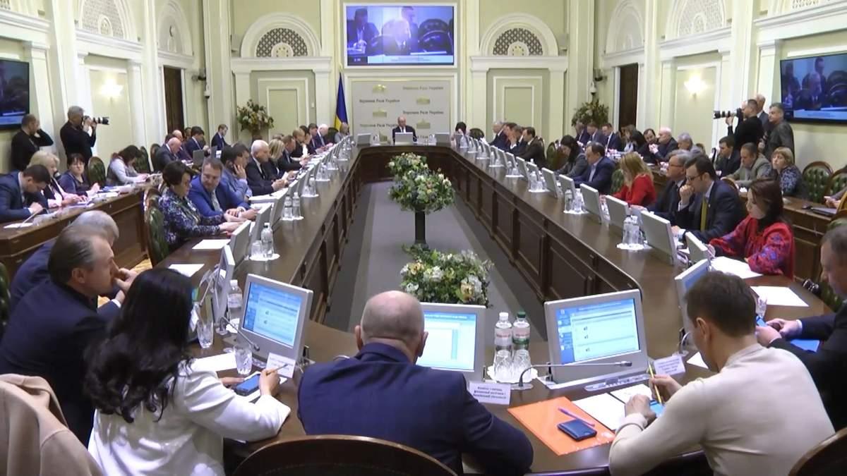 Ранок після виборів: засідання парламенту розпочалося зі скандалу