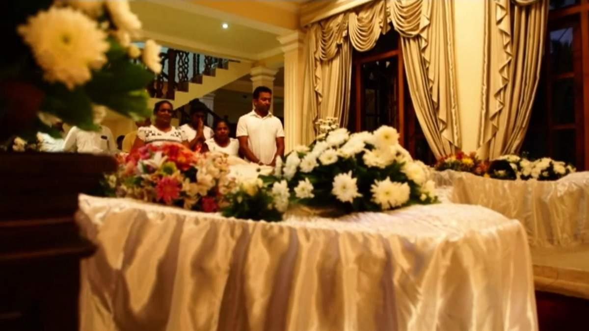 Жертв терактів на Шрі-Ланці вшанували хвилинами мовчання: фото та відео