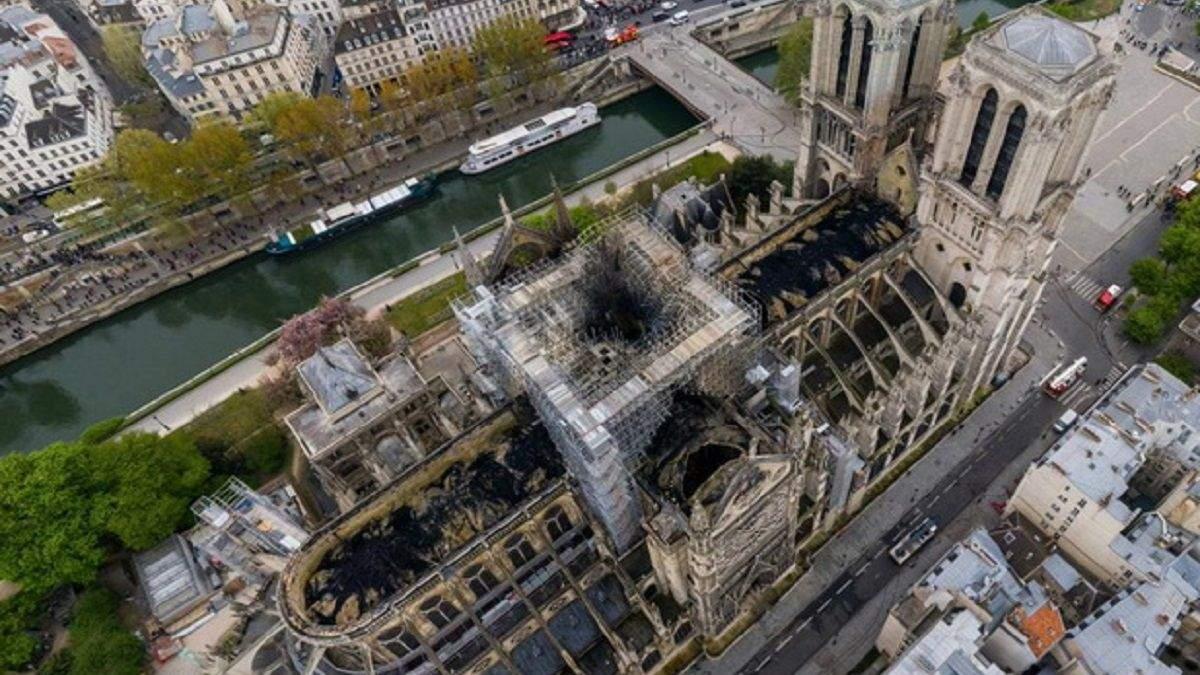Обгорілий Собор Паризької Богоматері, вигляд зверху