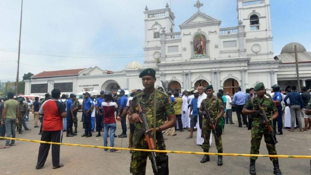 Силовики біля католицького храму, де стався теракт, на Шрі-Ланці