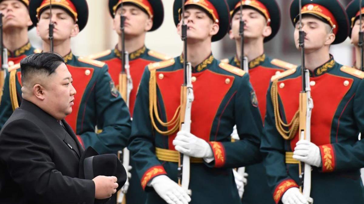 Ким Чен Ын в России: легендарный бронепоезд, эксклюзивный лимузин и невероятно шустрые охранники