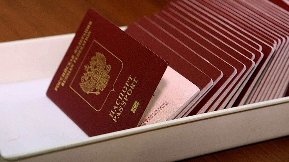 Раздача российских паспортов на Донбассе: в чем же загвоздка?