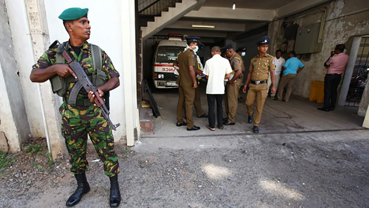 На Шри-Ланке перестрелка и новые взрывы: среди погибших есть дети