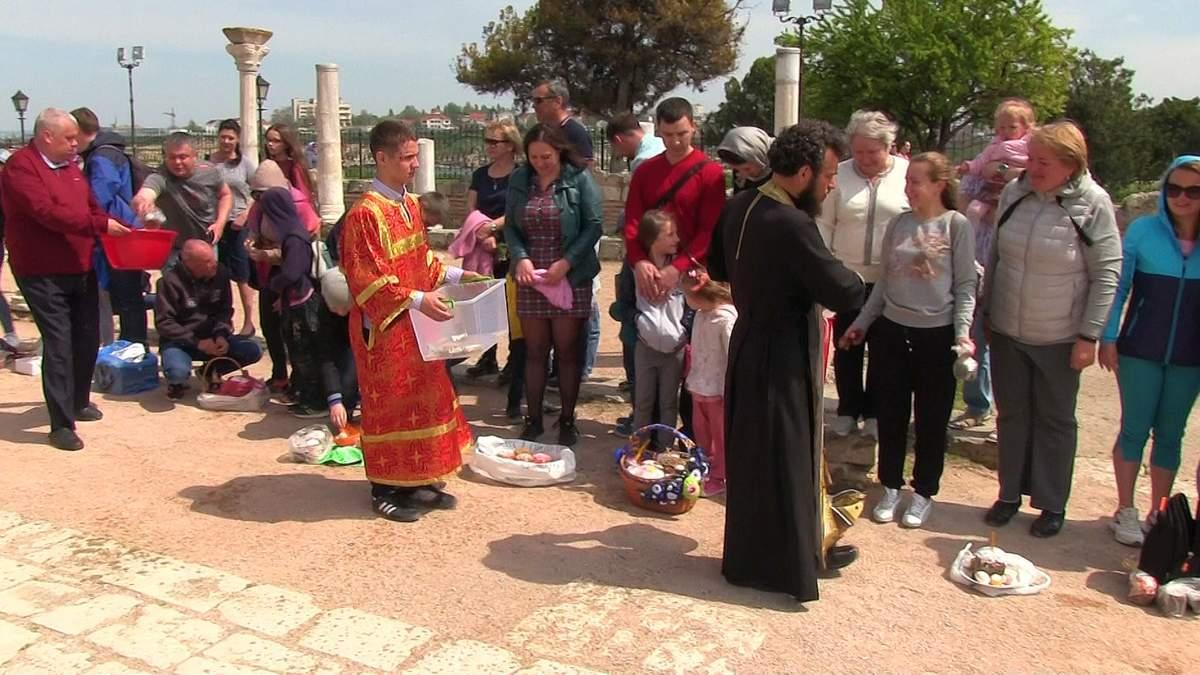 Оккупанты в Севастополе на Пасху устроили верующим проверку перед собором: фото