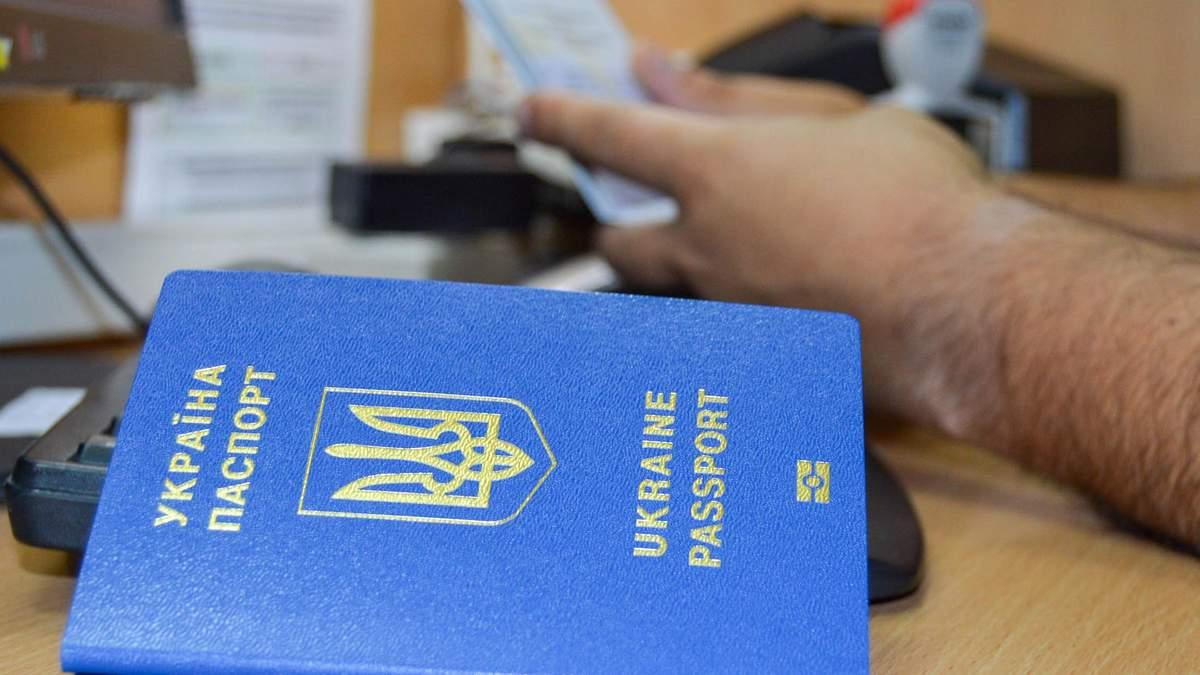 В Украине снова начали выдавать биометрические паспорта