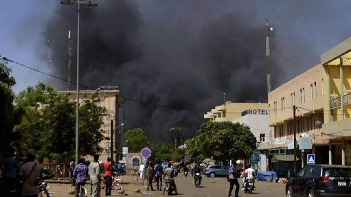 В Буркина-Фасо неизвестные напали на людей в церкви
