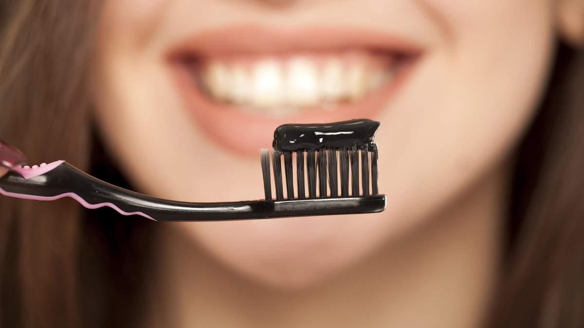 Чорні пасти з вугіллям не відбілюють зуби