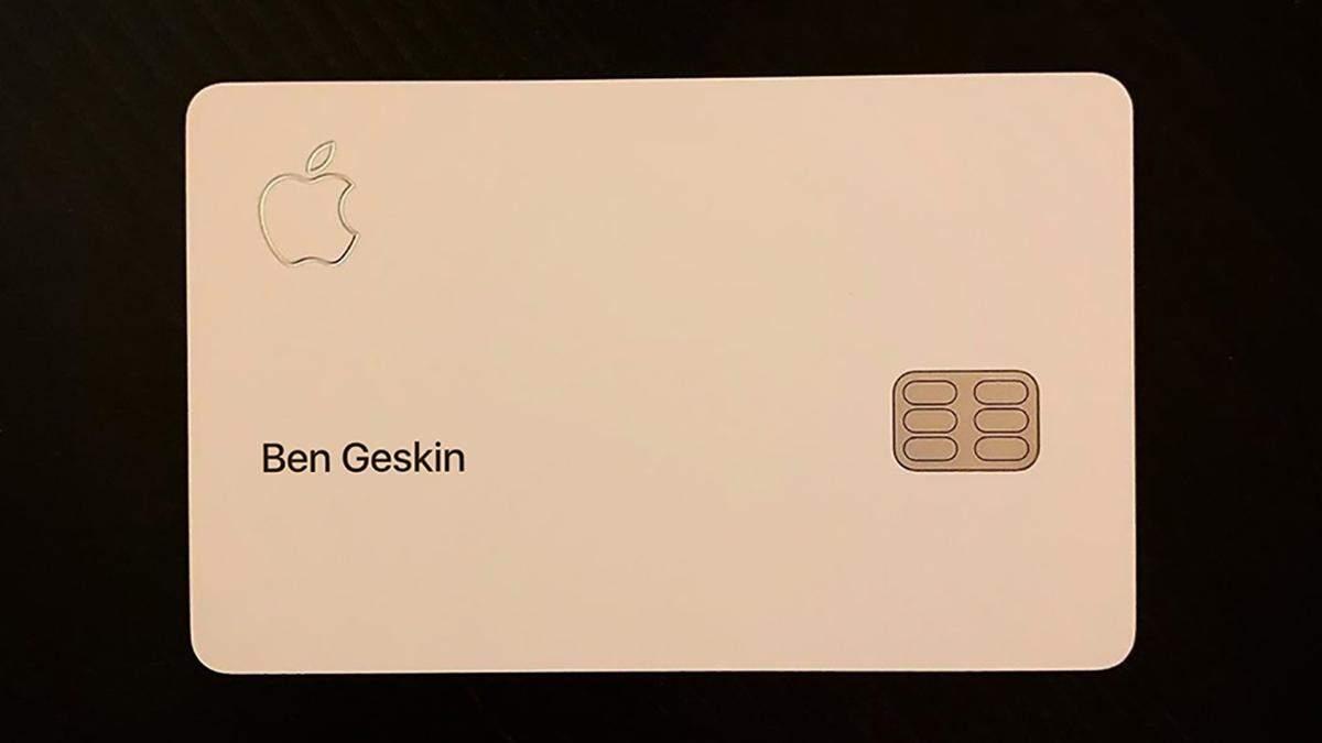 """Apple Card """"засветилась"""" на фото"""