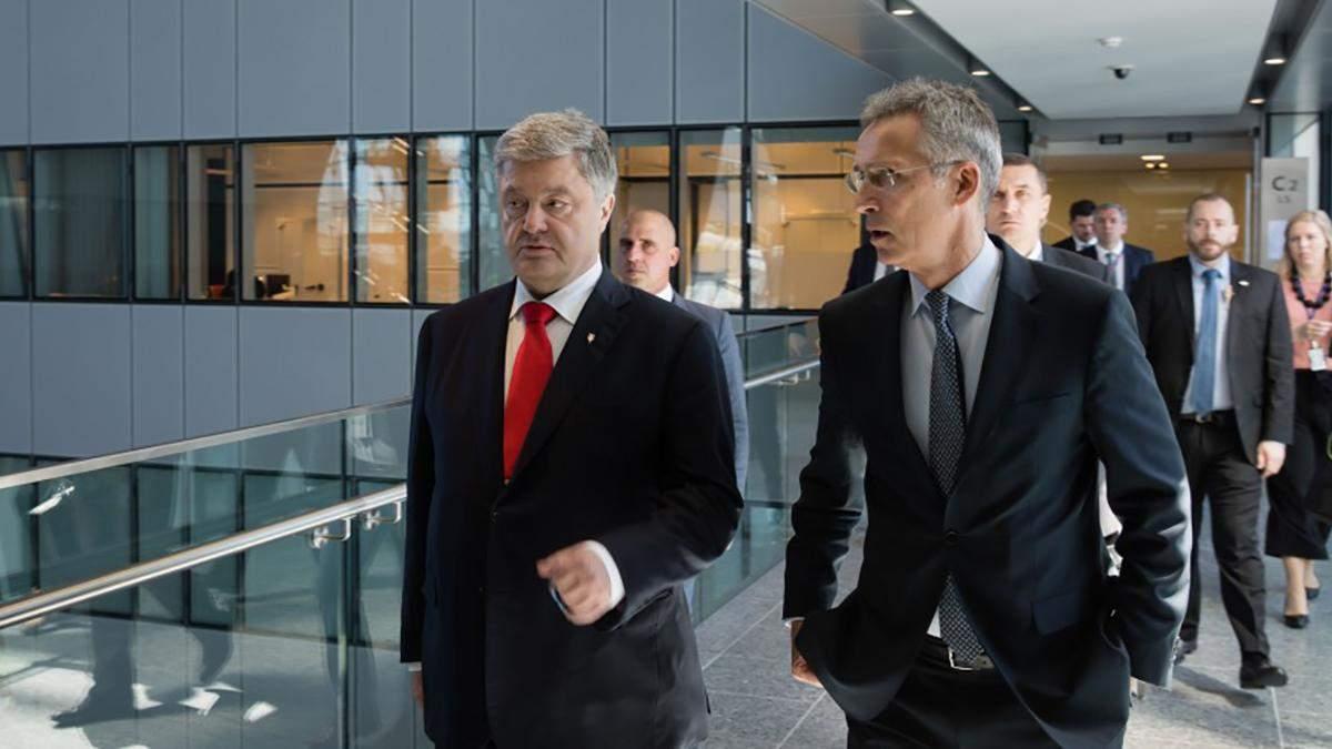 Порошенко в Брюселле встретился со Столтенбергом: детали переговоров