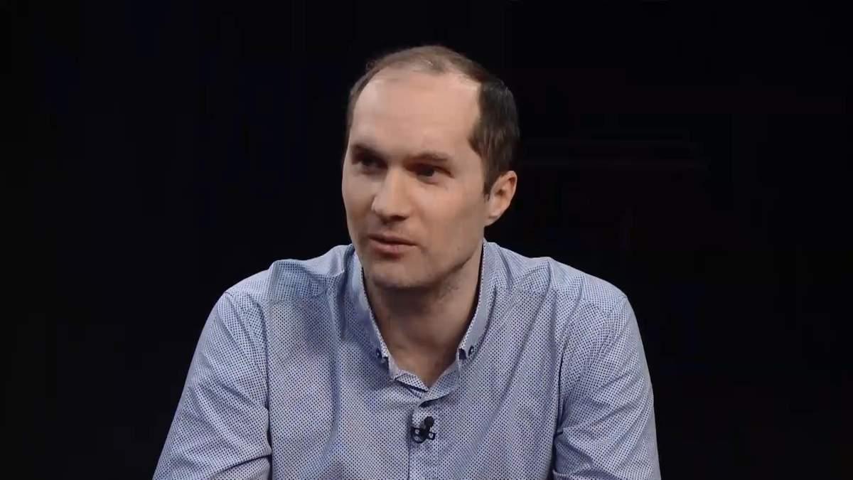 Він готує підґрунтя для парламентських виборів, – Бутусов про роздачу посад Порошенком