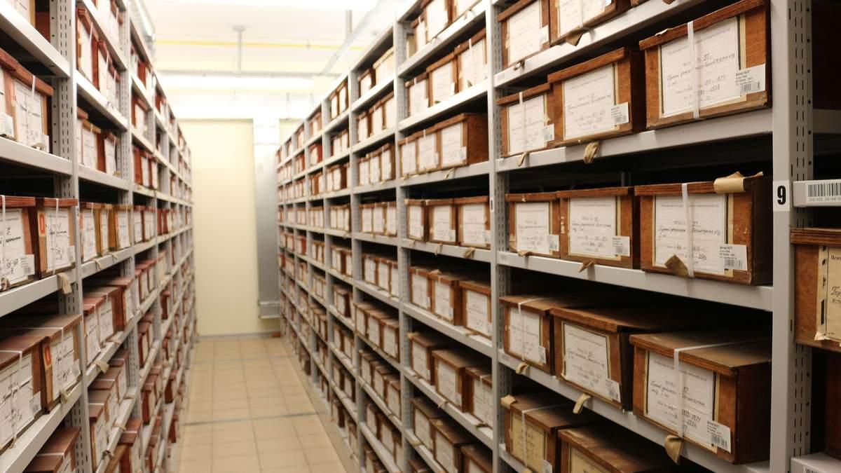 День пам'яті жертв політичних репресій: журналісти 24 каналу відвідали архів СБУ