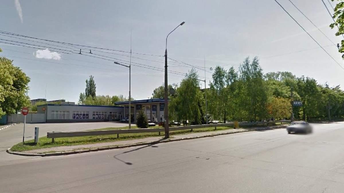 У Житомирі спалахнула пожежа на автозаправці, є постраждалі: фото, відео