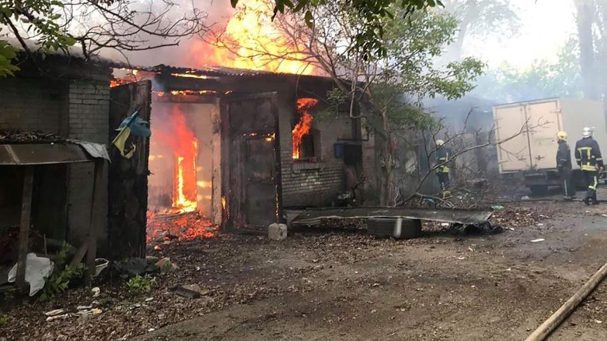 В Одесі сталася пожежа на території колишньої військової частини