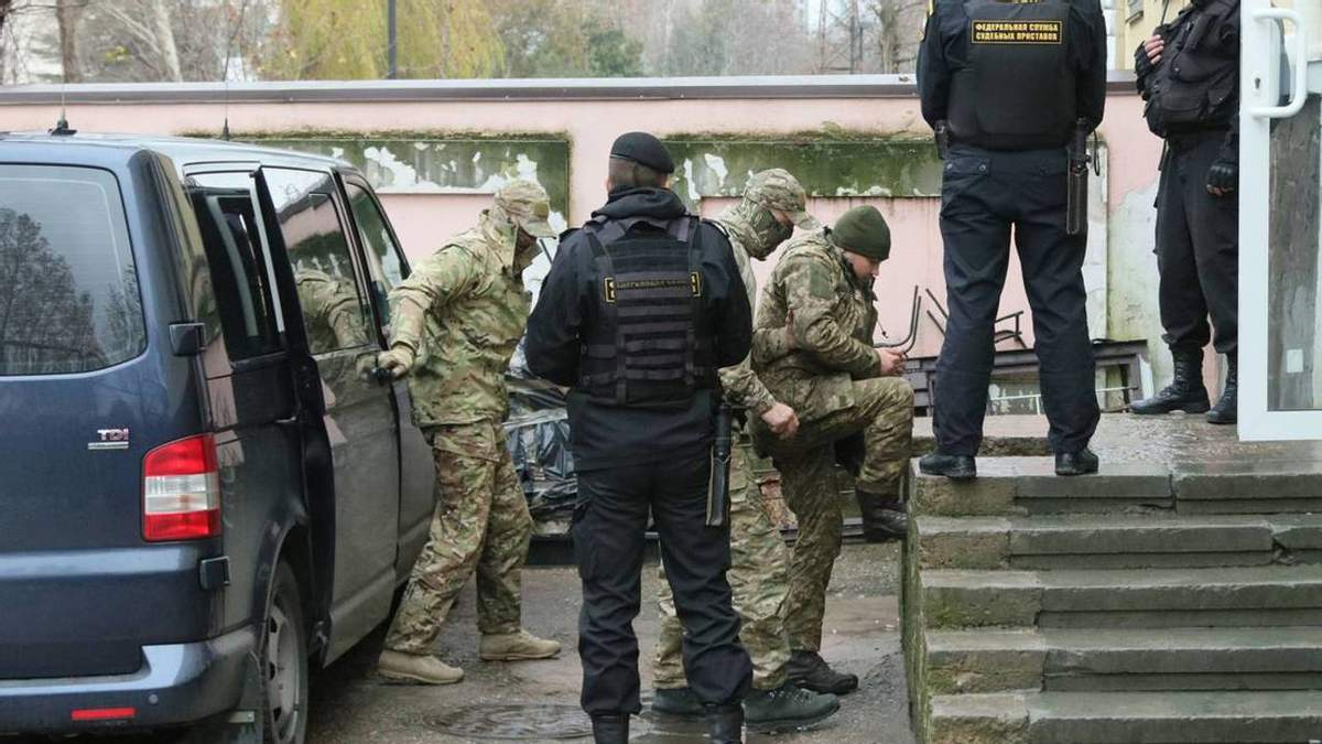 Трибунал ООН приказал России освободить украинских моряков и вернуть корабли