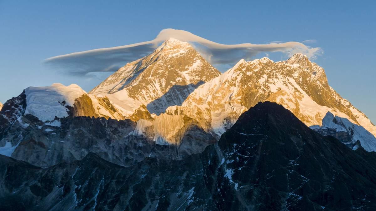 Через чергу на Еверест вже загинуло 10 альпіністів: фото, відео