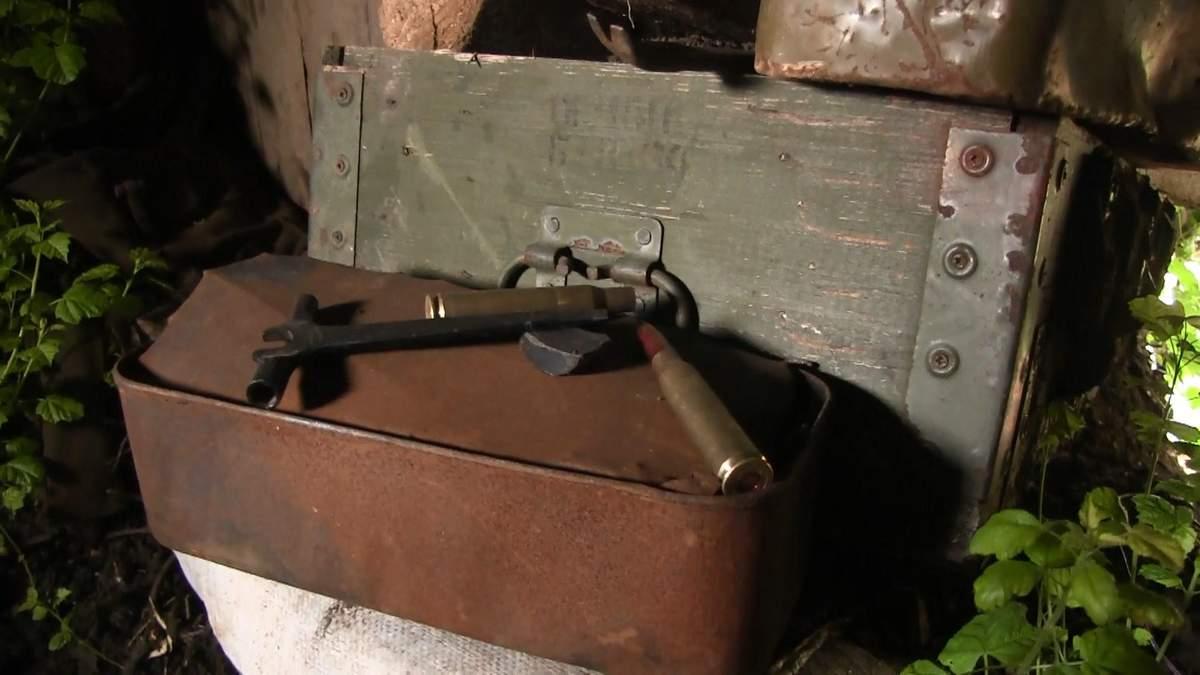 Як військові на передовій допомагали журналісту 24 каналу витягнути машину з багнюки