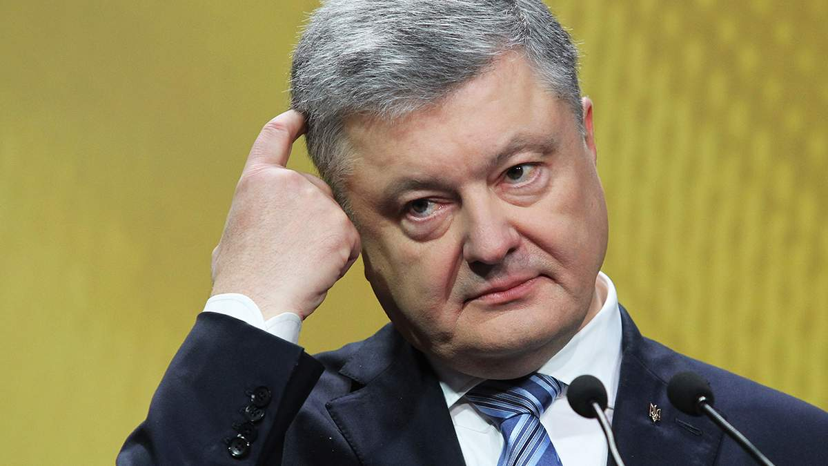 Порошенко ранее рассказывал, что в ситуационной комнате Администрации Президента есть секретная прямая связь с НАТО и США