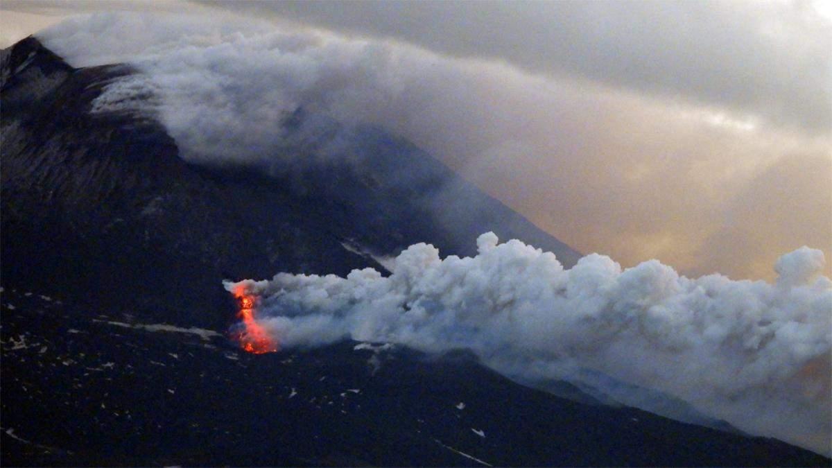 На Сицилії сталося виверження вулкану Етна – фото та відео