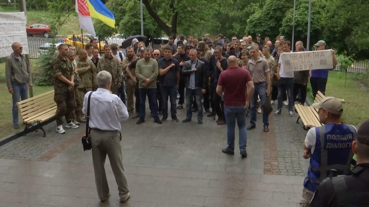 В Киеве активисты протестуют против судьи, возможно причастного к коррупционным схемам: детали