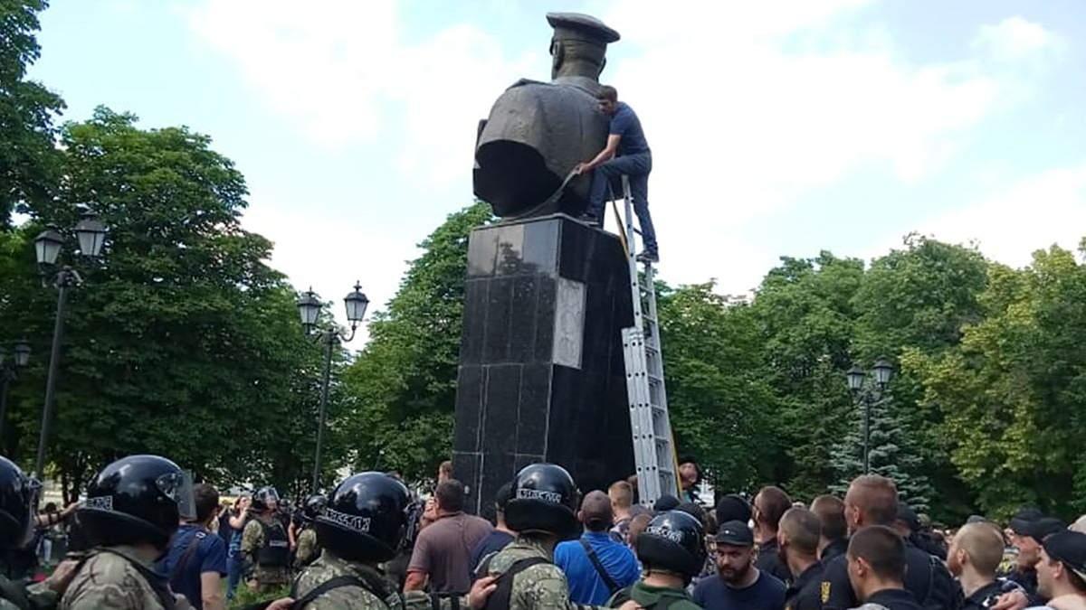 """В'ятрович пояснив, чому Харків """"поклав на лопатки""""маршала Жукова"""
