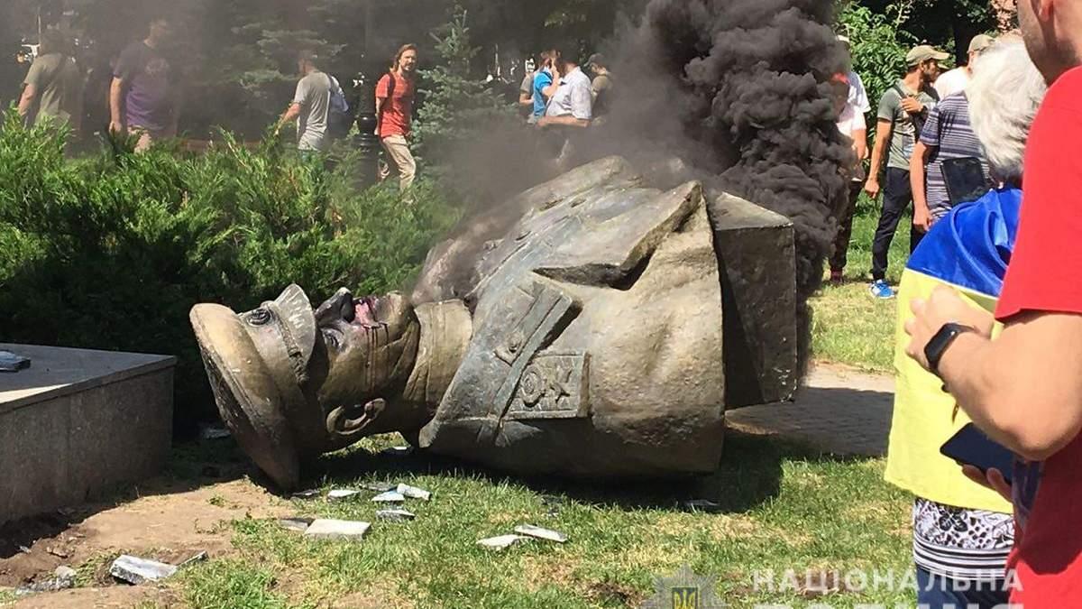 Полиция открыла дело из-за сноса бюста Жукова в Харькове