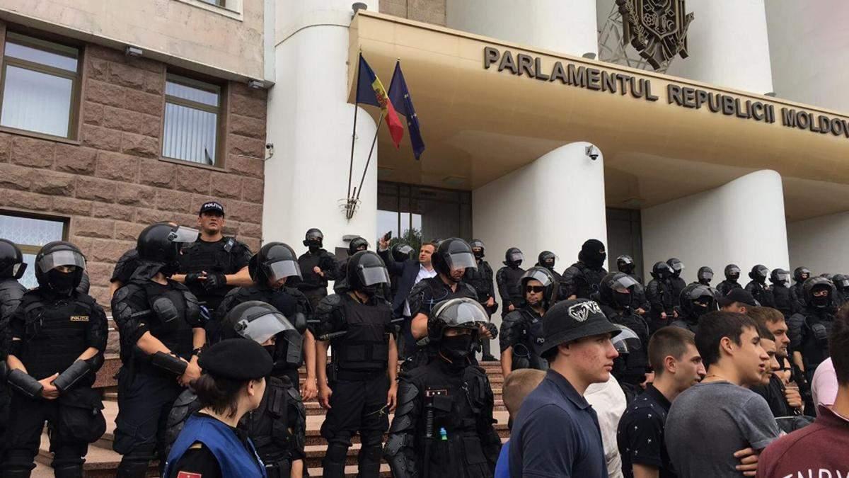 В Молдове тысячи людей вышли на протесты из-за досрочных выборов: фото