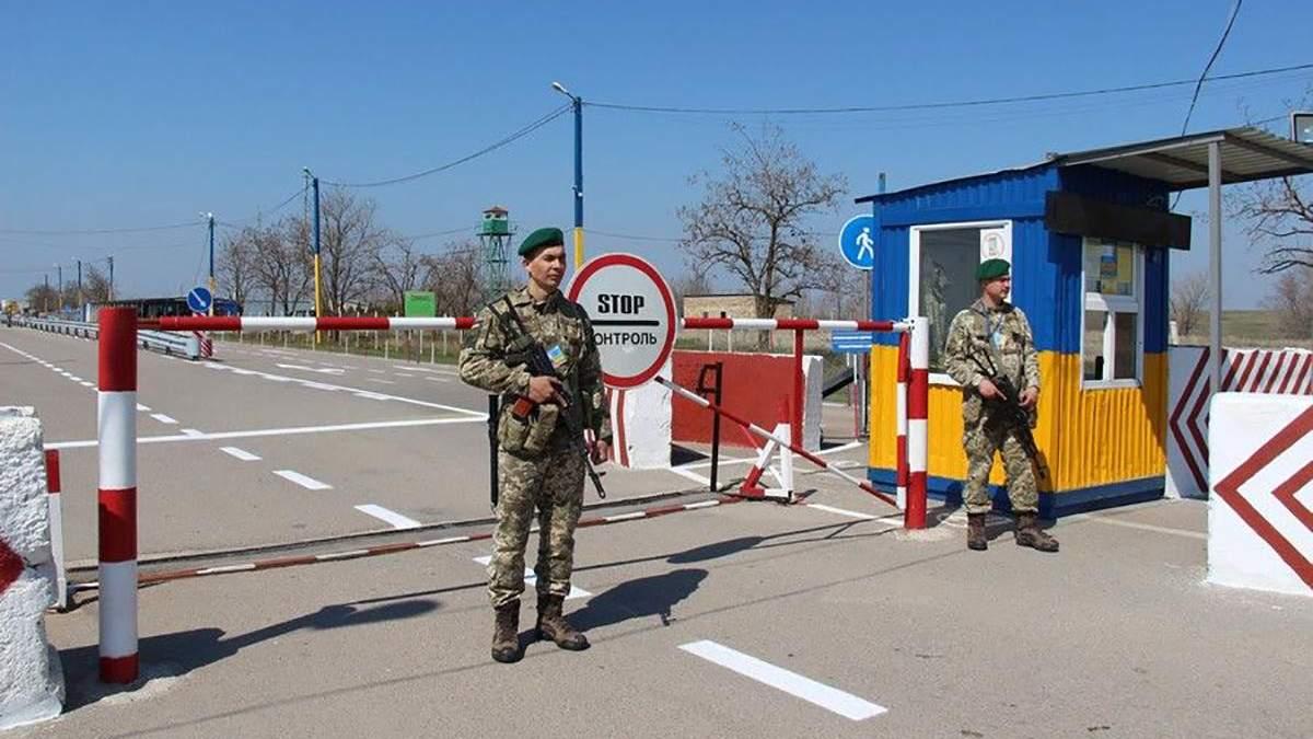 Сколько людей ездили в оккупированный Крым с территории Украины в мае: шокирующая цифра
