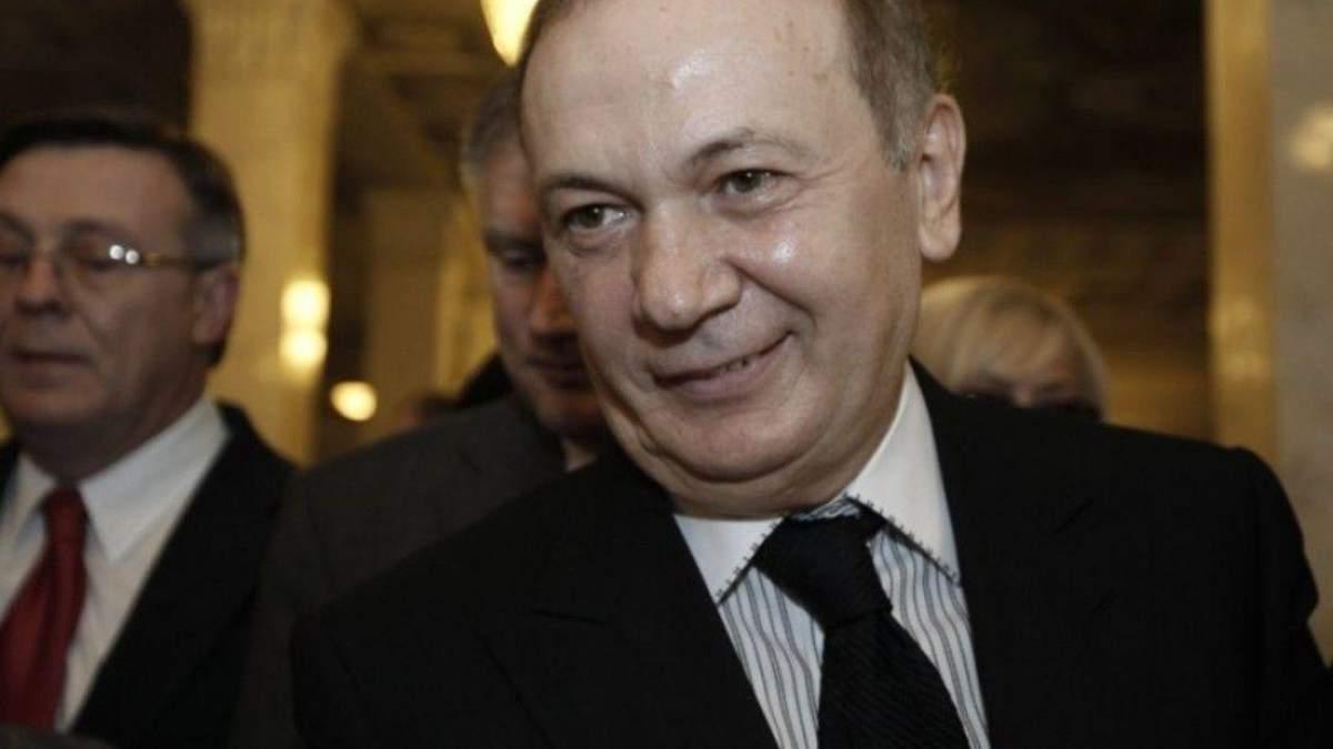 Зняли санкції, закрили карні справи: чому соратник Януковича уникнув покарання