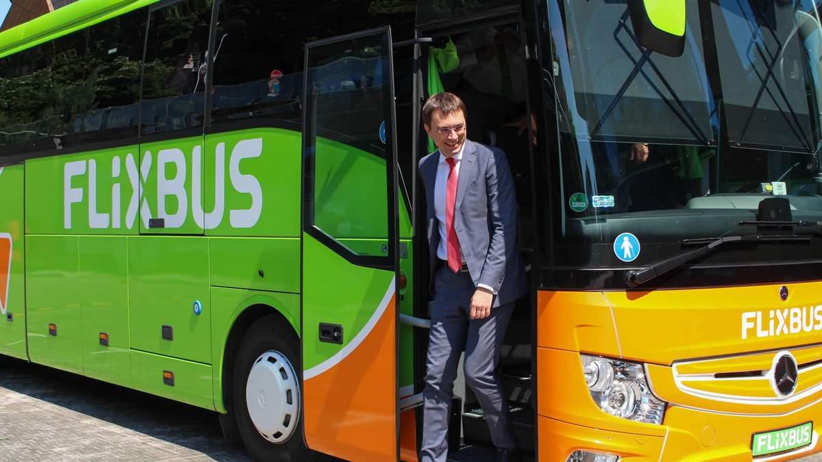 Омелян протестував перші автобуси