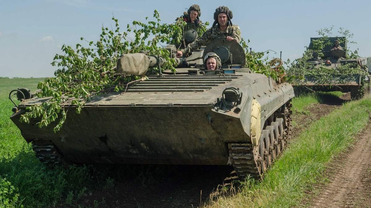 На Донбасі два українські військові отримали поранення