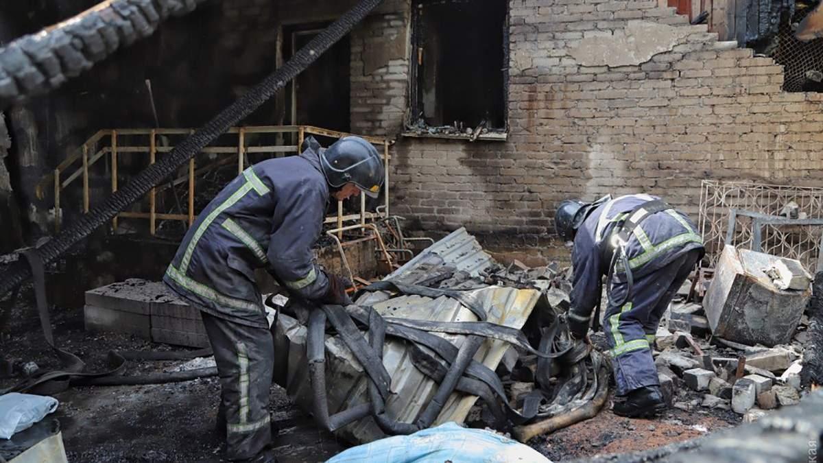 Фото згорілої одеської психлікарні