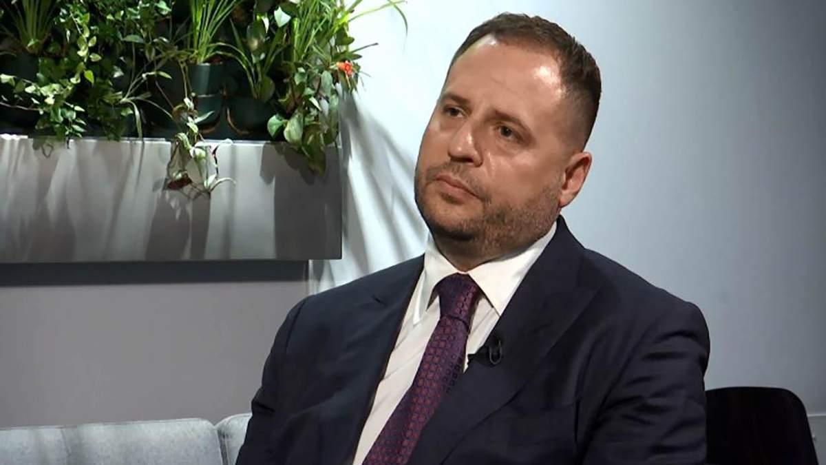 У Зеленського сказали, чи потрібно чиновникам підвищувати зарплати