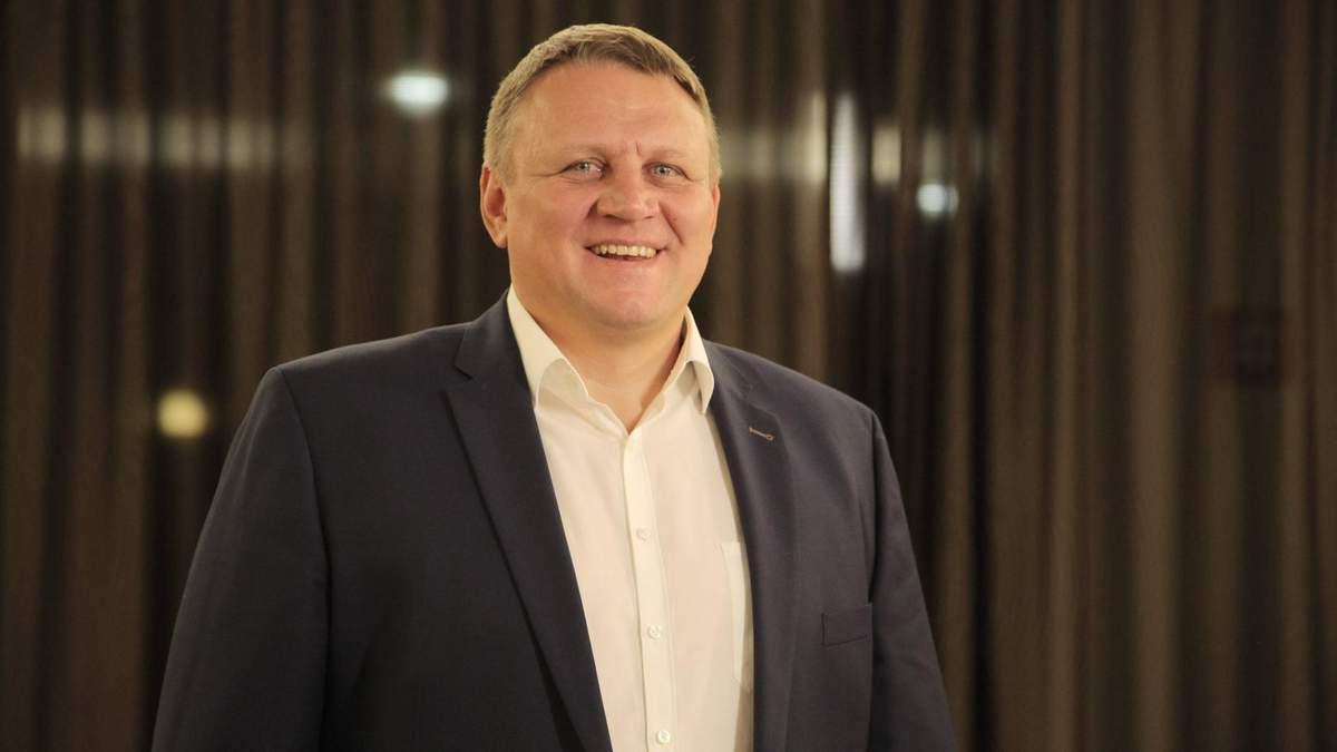 Екс-кандидата у президенти облили лайном у Франківську: відео, фото