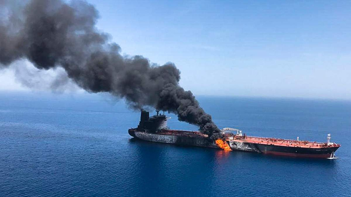 Судно після атаки в Оманській затоці