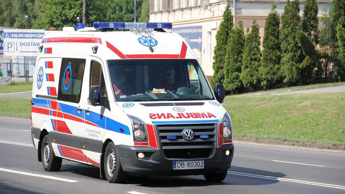 У Польщі машина з українцями врізалась у дерево: усі вони загинули