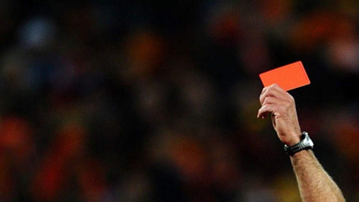Президент клубу побив арбітра під час футбольного матчу: відео