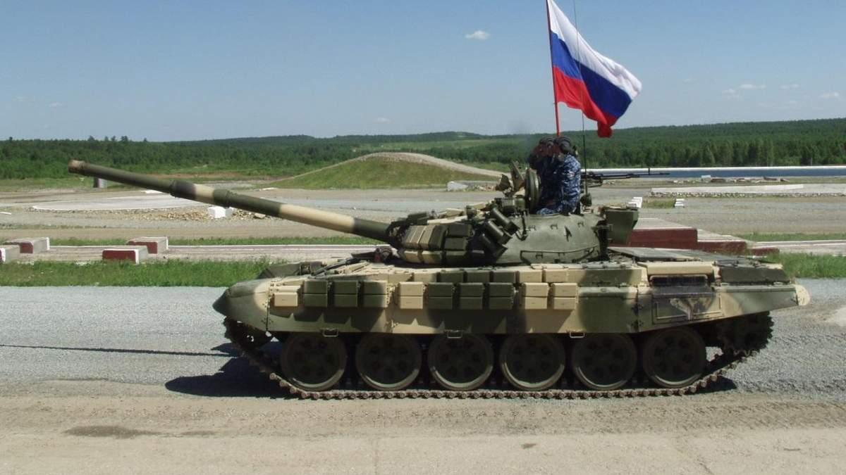 Росія стягує танки і військових до кордону з Україною