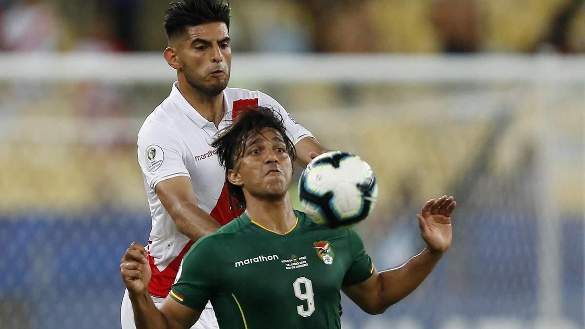 Карлос Самбрано проти Марсело Морено у матчі Болівія – Перу на Копа Амеріка