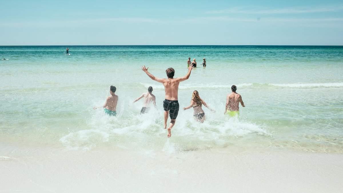 Виявили небезпеку купання в морях та океанах