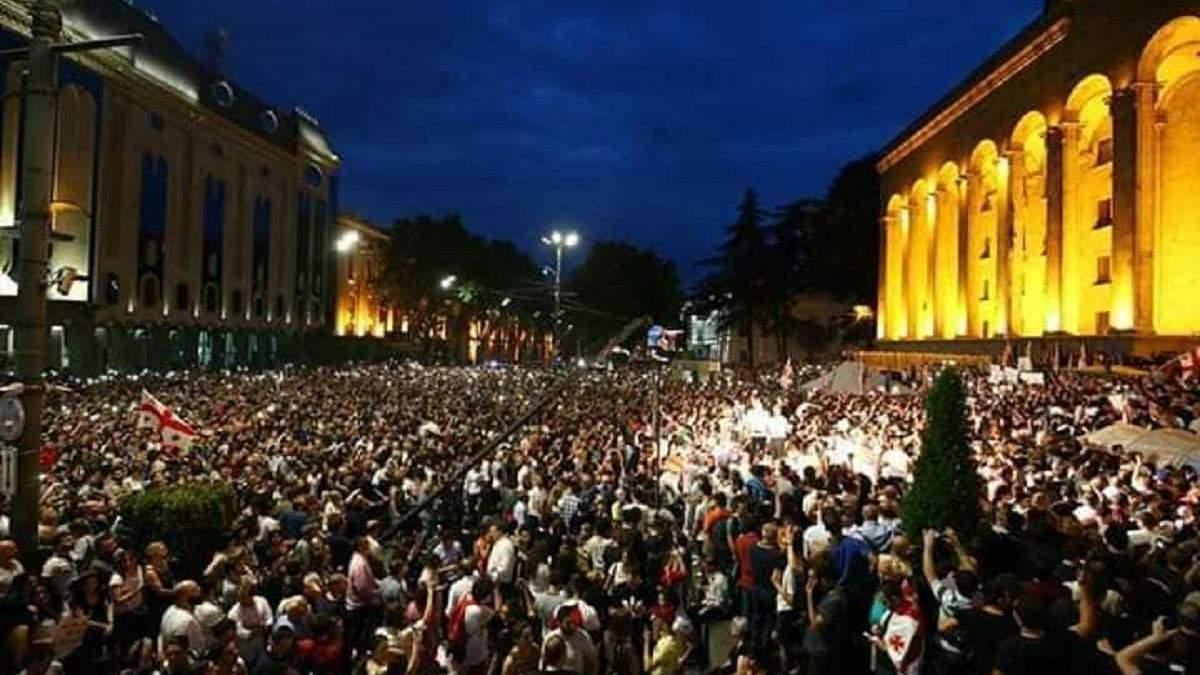 В Грузії тривають акції протесту проти російських політиків